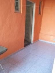 Título do anúncio: Alugo casa em Quintino, na Rua da República, ala, quarto, cozinha, banheiro e área.