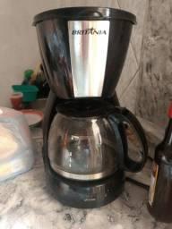 Cafeteira semi Nova e esse cordão prata