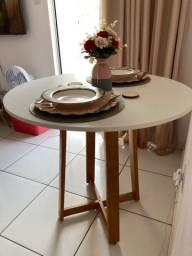 Vendo mesa Nova 4 cadeiras redonda