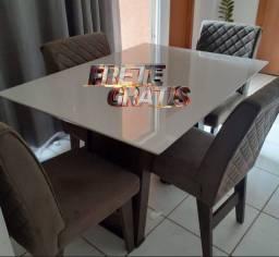Mesa de 4 Lugares disponível