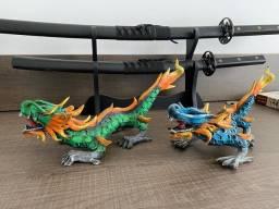 Dragões em madeira