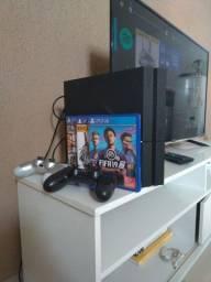 PS4 semi novo com dois controles, 3 mídias físicas e mais de 30 jogos digitais