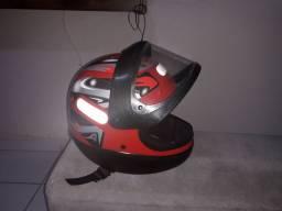 Vendo capacete vermelho novinho usado poucas vezes