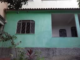 Alugo casa 2 quartos com varanda e quintal no Alto Amarelo - R$450