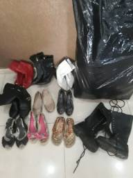 Lote de roupa e sapatos