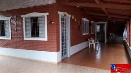 Chalé 3 quartos 1 suíte, varanda, churrasqueira, a menos de 3 km do centro de Caldas Novas