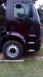 Caminhão Ford Cargo 2428. Muito novo - 2012