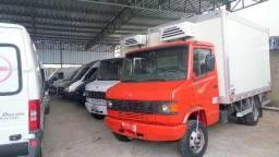 Caminhão 710 Baú - 2011
