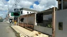 Terreno com 2 casas de esquina excelente / próximo Aperipe