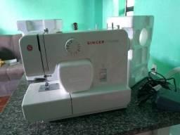 Máquina de costura novíssima