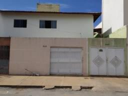 Jardim Palmeiras|São duas casas com cômodos amplos