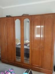 Armário de madeira casal