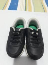 Tenis preto (pé com pé)