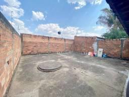 70m² distribuídos em 2 qts, quintal grande cimentado