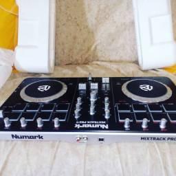Controladora DJ Numark Mixtrack pro 2