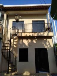 Vendo Prédio bem localizado com dois apartamentos altos e baixos.