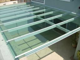 Coberturas em vidro e policarbonato