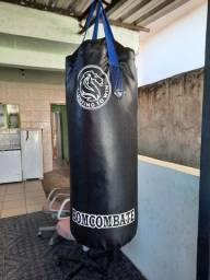 Saco de boxe + par de luvas