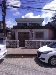 Terreno com duas casas à reformar