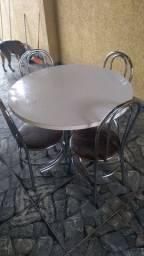 Mesa redonda .