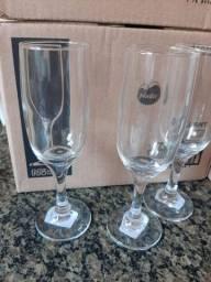 Taças champagne de vidro novas