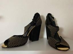 Título do anúncio: Sapato Arezzo preto e dourado