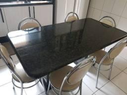 Mesa de granito com seis cadeiras