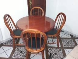Mesa com 4 cadeiras mogno