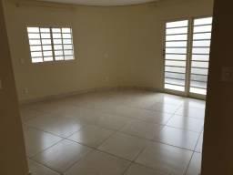 Alugo apartamento 2 quartos 2 banheiros 2 sacadas e sala e cozinha