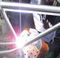 Solda em quadro d bicicleta de aluminio