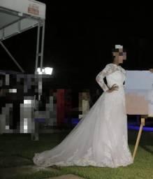 Título do anúncio: Vestido de noiva+véu e tiara