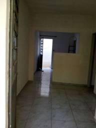 Alugo uma casa sala cozinha e dois quartos área de serviço