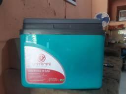 Vendo caixa térmica 32 litro novinha