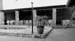 Casa com piscina para confraternização
