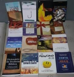 Livros teológicos em bom estado de conservação