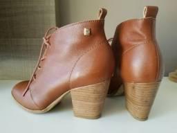 Bota ankle boot couro caramelo tamanho 34 Loucos e Santos 3ae6f41b46f