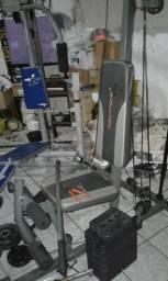 Aparelho musculação academia