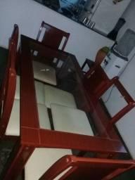 Mesa com vidro e 6 cadeiras usadas