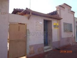 Casa para alugar com 2 dormitórios em Centro, Sertaozinho cod:L4586