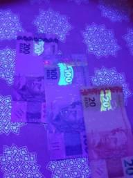 Lanterna UV detecta notas falsas escorpiao