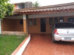 Casa com 4 dormitórios CA00094