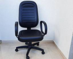 Cadeira modelo Presidente Qualitá