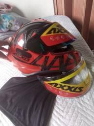 Vende se um capacete Axxis