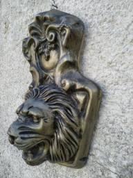 Cabeça de leão com moldura