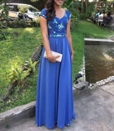 Vestido longo com tule azul