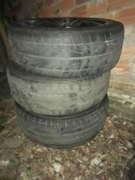 Roda 17 com 2 pneus bons e 2 meia boca