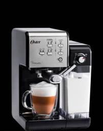 Máquina de café marca Oster