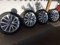 Jogo de rodas 225 45 17 pneu pirelli p1 plus 90% de borracha.