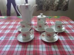 Conjunto para café em porcelana com 12 peças