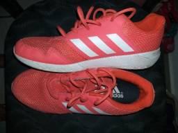 Tênis Adidas Original usado pouquíssimas vezes n.35